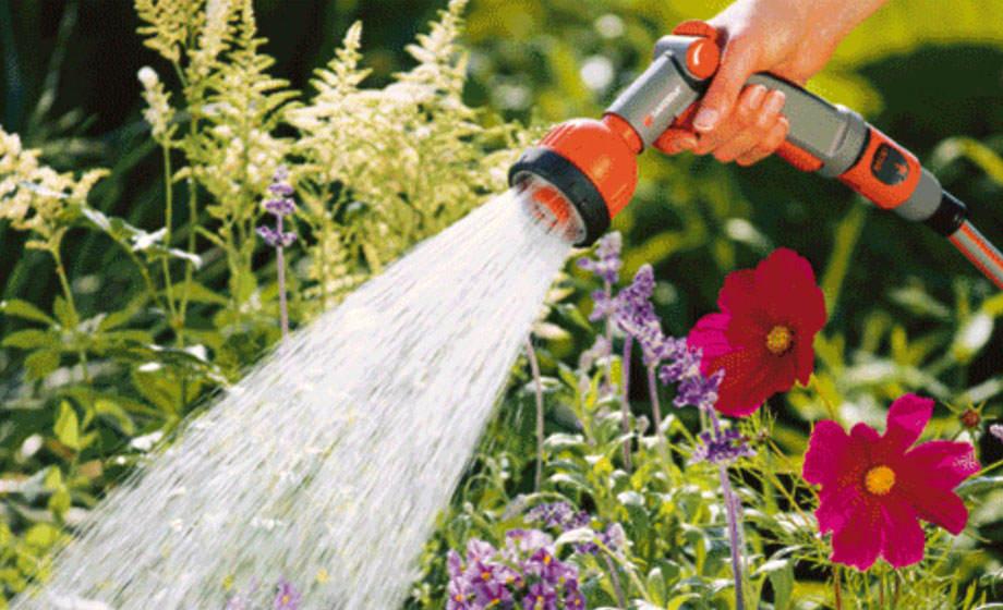 Como regar las plantas - Riego con pistola Gardena