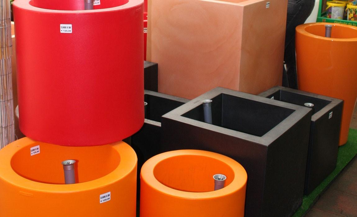 Maceteros de resina para patios y terrazas