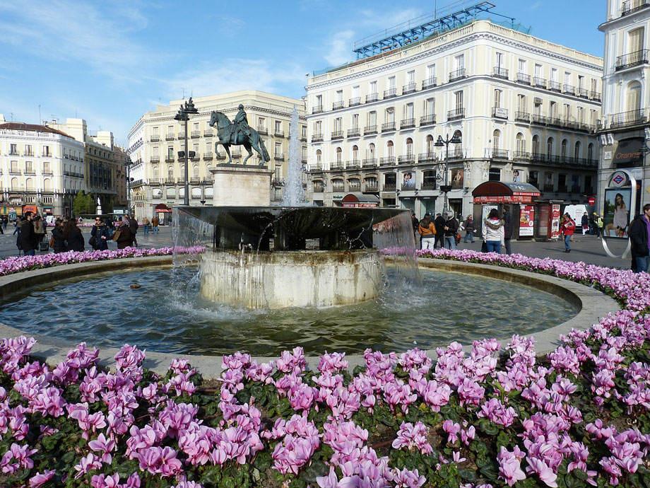 Fuente en Madrid con Cyclamen